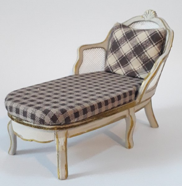027 French Chaise 1:12
