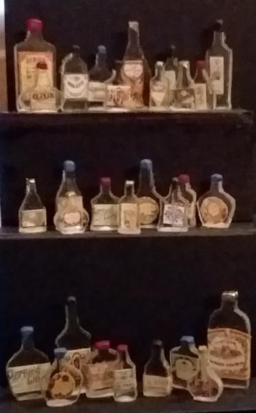 084 Shelf filler bottles 1_12